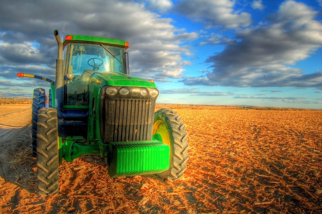 tractor-1-1386670
